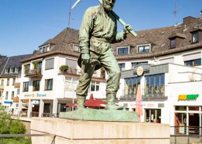 Henner und Frieder Statuen